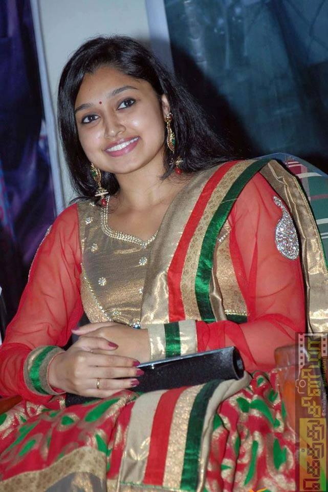 """றெக்க நடிகை சிஜா ரோஸ் - """"மாலா அக்கா"""" கியூட் கேலரி ..."""