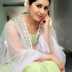 Rashi Khanna (28)