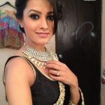 anita-hassanandani-latest-photo-in-black-saree-10353