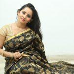 Ishika Singh (2)