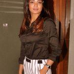 Surveen Chawla (3)