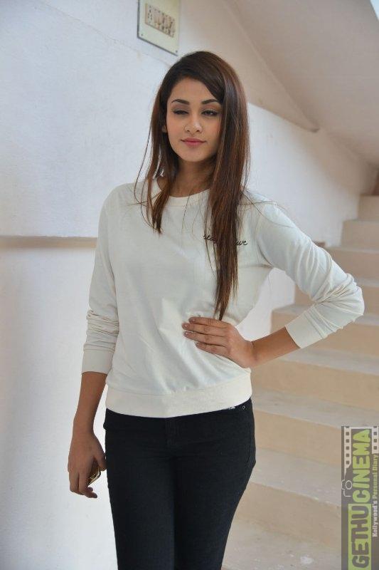 Actress Model Aditi Arya Gallery Gethu Cinema