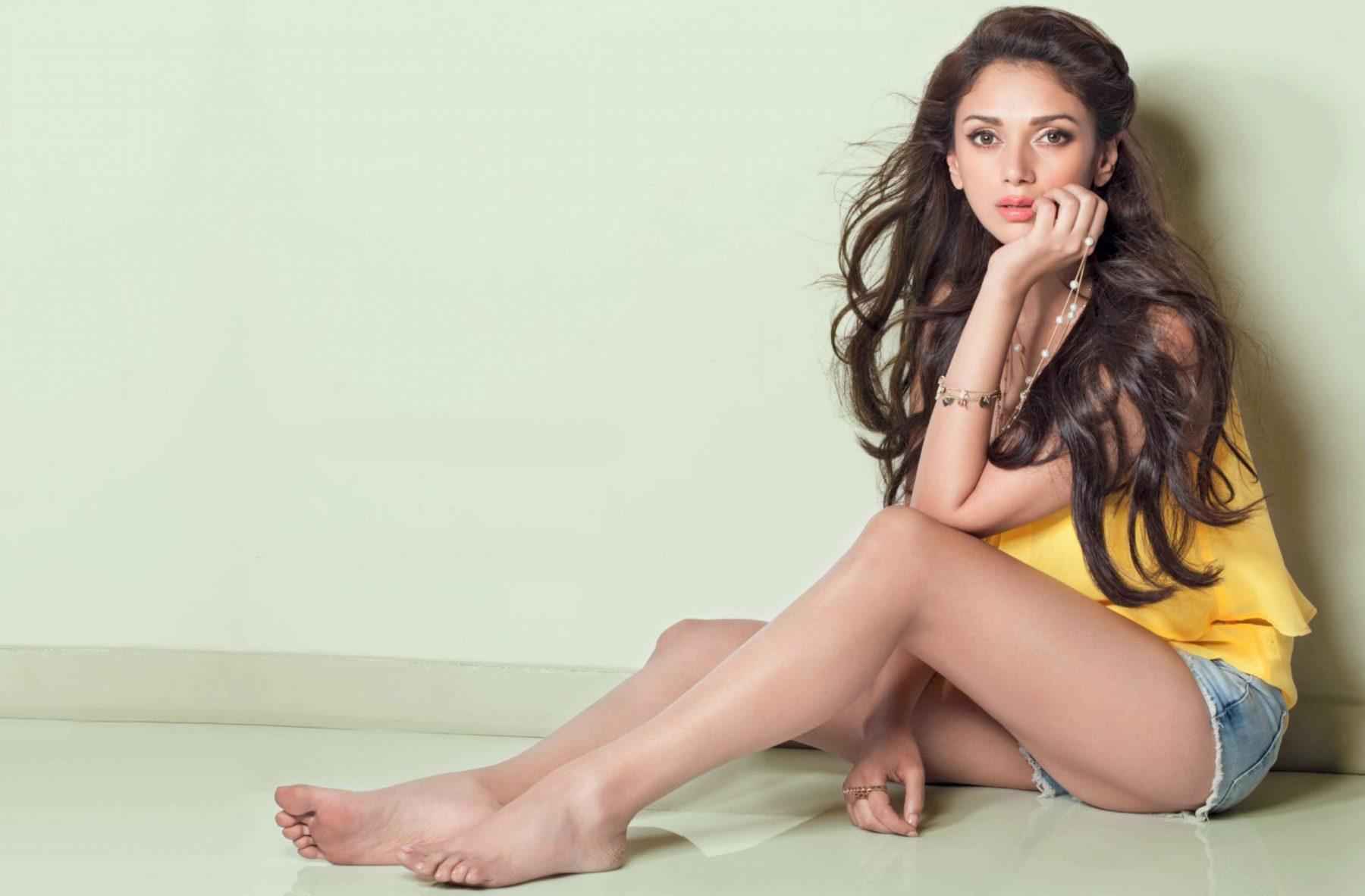 actress aditi rao hydari hot gallery   gethu cinema