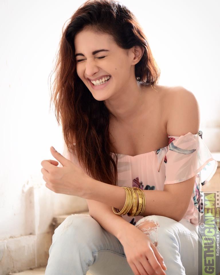 anegan actress amyra dastur hot gallery   gethu cinema