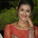 Pooja Jhaveri (24)