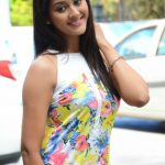 Pooja Jhaveri (25)