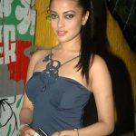 Riya Dev Varma aka Riya sen (25)