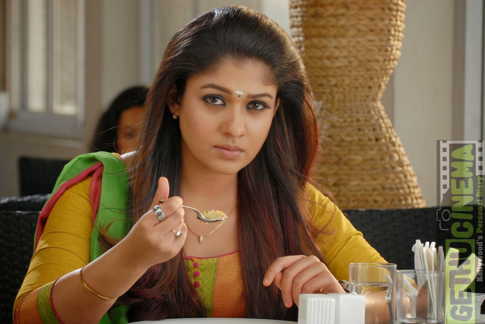 Malayalam Actress Nayantara New Pictures 04