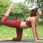 Celebrities Doing Yoga (24)