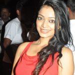 Janani Iyer (19)