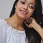 Janani Iyer (21)