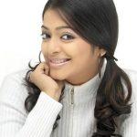 Janani Iyer (32)