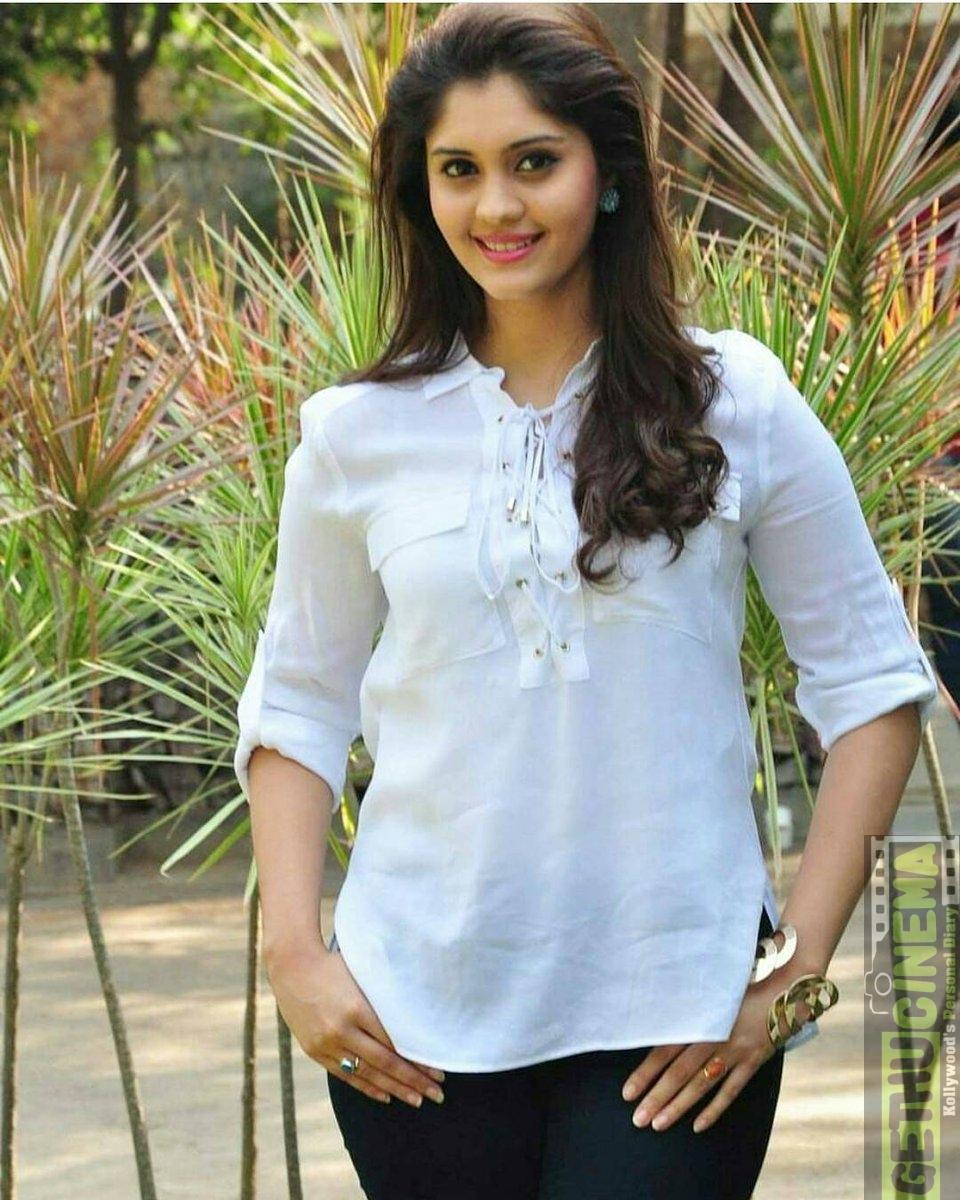 actress surabhi 2017 hd cute gallery - gethu cinema