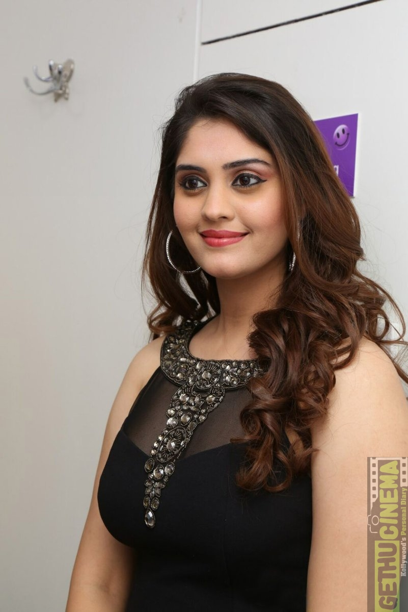 actress surabhi 2017 hd cute gallery - gethu cinema