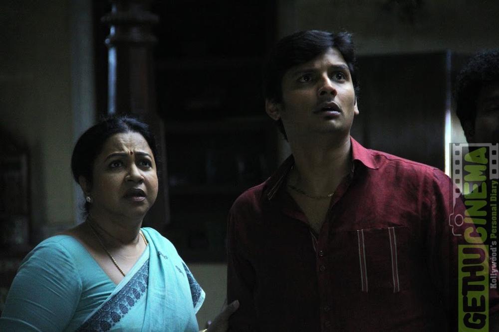 Radhika and Jiiva sangili bungili kadhava thorae (1)