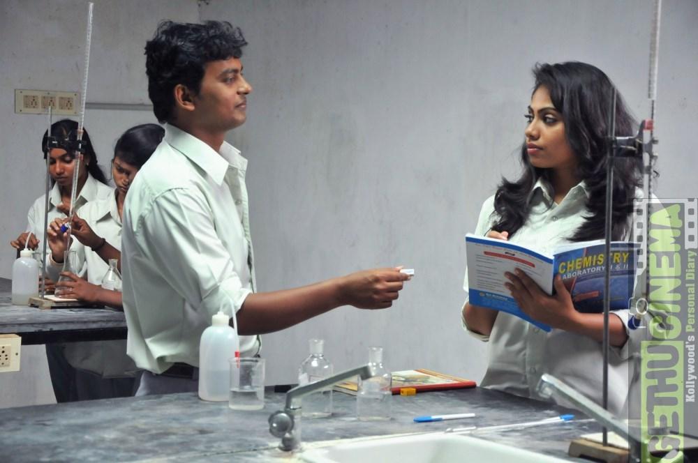 vijay kumar and henna bella in uriyadi 2