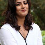 Varalaxmi Sarathkumar  (6)