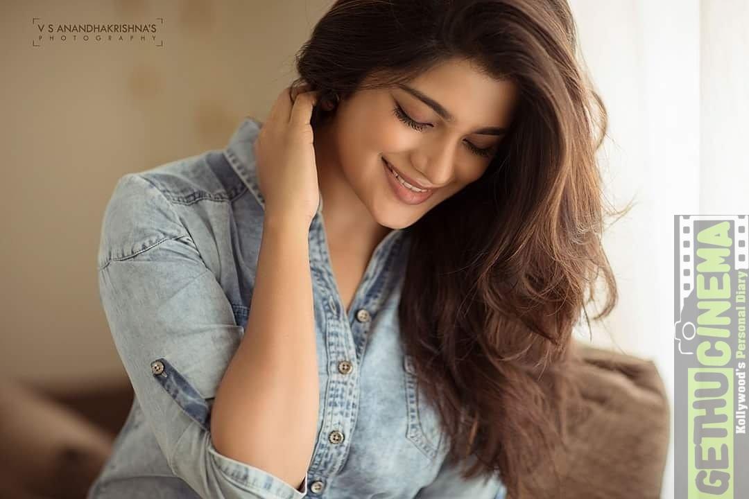 naragasooran actress aathmika 2017 new hd pictures   gethu