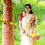 Actress Aavaana  new malaiyala Saree Look (6)