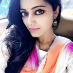 Actress Janani Iyer  2017 HD Photos  (13)