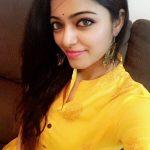 Actress Janani Iyer  2017 HD Photos  (22)