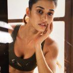 Actress Disha Patani Spicy Photos (10)
