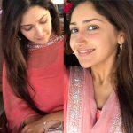 Actress Sayesha Saigal Photos (17)