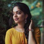 Ahana Kumar   (19)