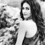 Amyra Dastur Photos (8)