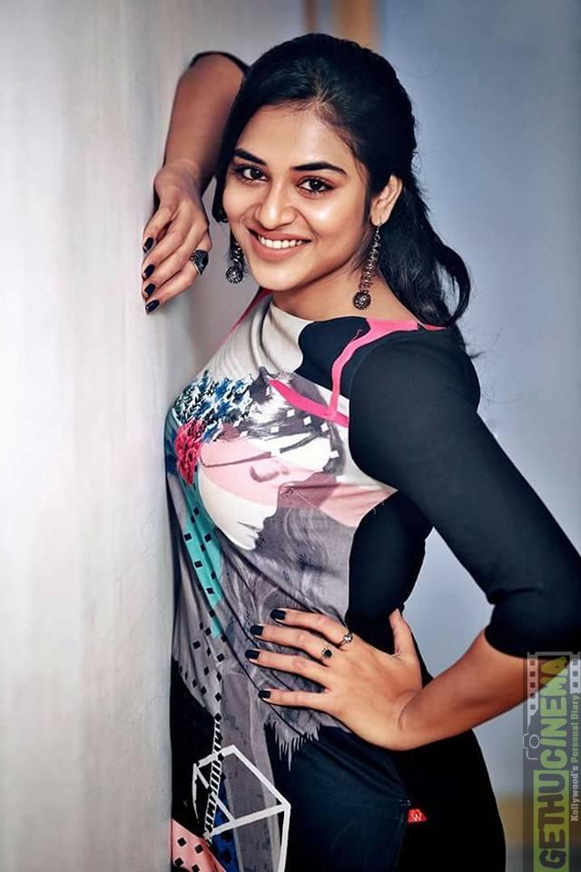Meyaadha Maan actress Indhuja photos (5) - Gethu Cinema