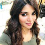 Aathmika, selfie, hair style