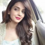 Hindi Medium actress pakistani saba qamar zaman  silver dress selfie in car (33)