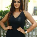 Iruttu Araiyil Murattu Kuththu press meet, Yaashika Aanand, black dress