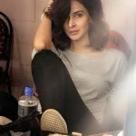Live life like Hindi Medium actress pakistani saba qamar zaman , dressing table picture with casual clothes(11)