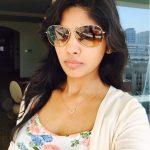 Niranjani Ahathian (16) selfie coolers