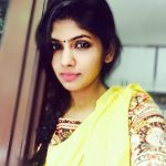 Niranjani Ahathian (2) yellow dress selfie