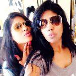 Niranjani Ahathian (25) vijayalakshmi sister selfie