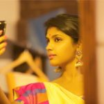 Niranjani Ahathian (5) yellow saree mirror selfie