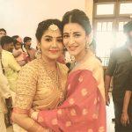 Shruti Haasan, with friend, saree