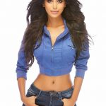 natasha suri in jeans blue hot glamour beautiful pic