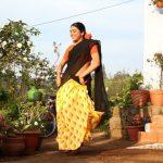 Oru Kuppai Kadhai, Manisha Yadav, pavada thavani, dance