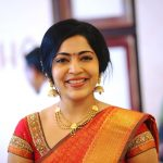 ramya vj candid pic at opening of tanishq showroom red and golden saree traditional look jewellery3