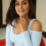 Anisha Ambrose, Vanjagar Ulagam actress, new images, engaging