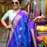 Siddhi Idnani, saree shop, smart