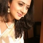 actress kaniha  traditional white kerala saree (1)