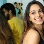 actress kiara advani  Dance floor mirror laughing face (37)