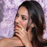 actress kiara advani Machine movie press meet smirking in stage (39)