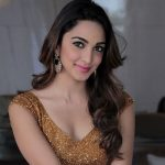actress kiara advani golden sparkling dress  (38)