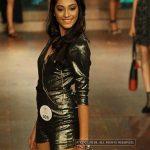 anukreethy vas Miss TamilNadu India 2018 black dress in the ramp  (18)