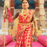 rachitha dinesh mahalakshmi Saravanan Meenakshi actress, instagram and travel photos  (12) dressed as queen royal attire saree and jewels for